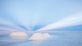Anticrepuscular rays above salt piles